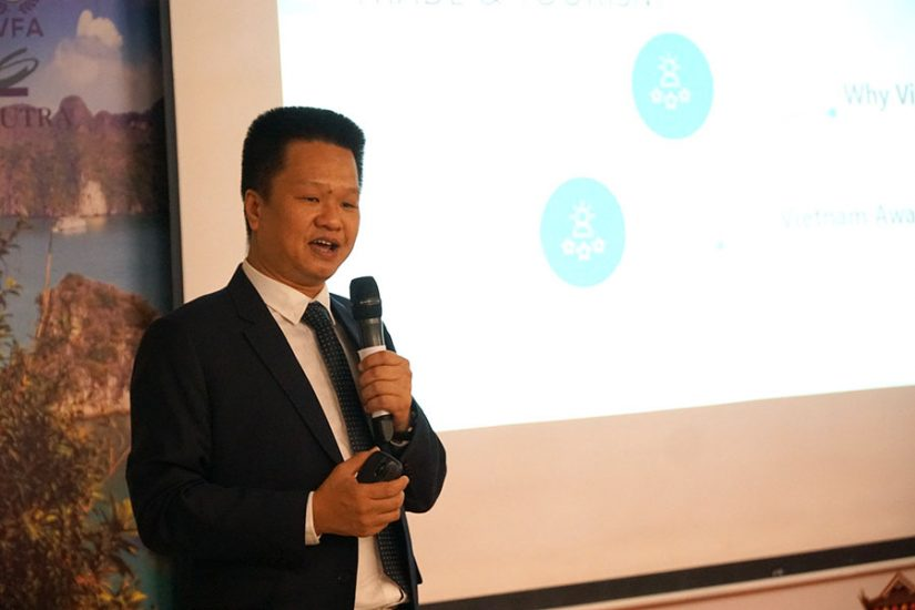 Mr. Quyen Le introducing to Indonesian investors about Vietnam