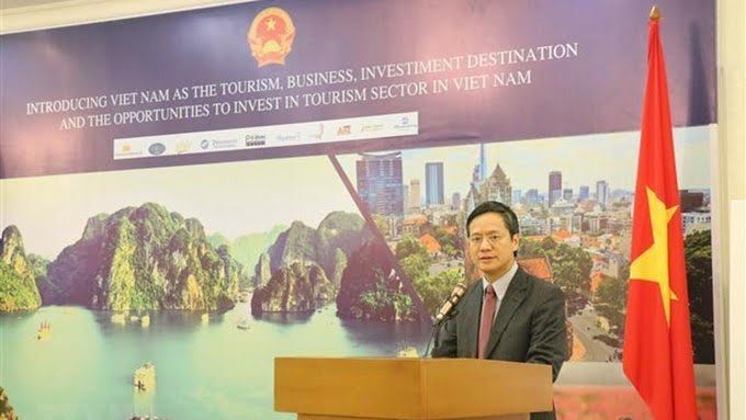 Vietnamese Ambassador to Indonesia Pham Quang Vinh speaking at the seminar