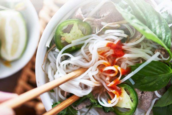 ¿Quiere comer como un local en Hanoi? - Así es cómo
